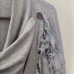 Tasseled comfy cardigan with double hooks